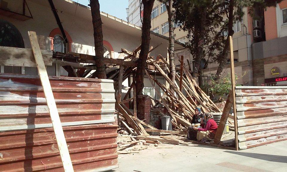 Çarşı Camide yıkım başladı