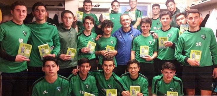 Görgün'den genç futbolculara kitap