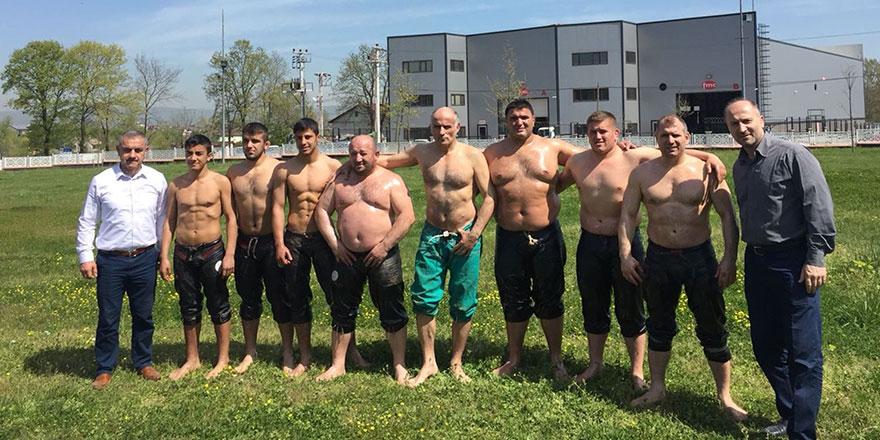 Güreşçiler er meydanına çıktı