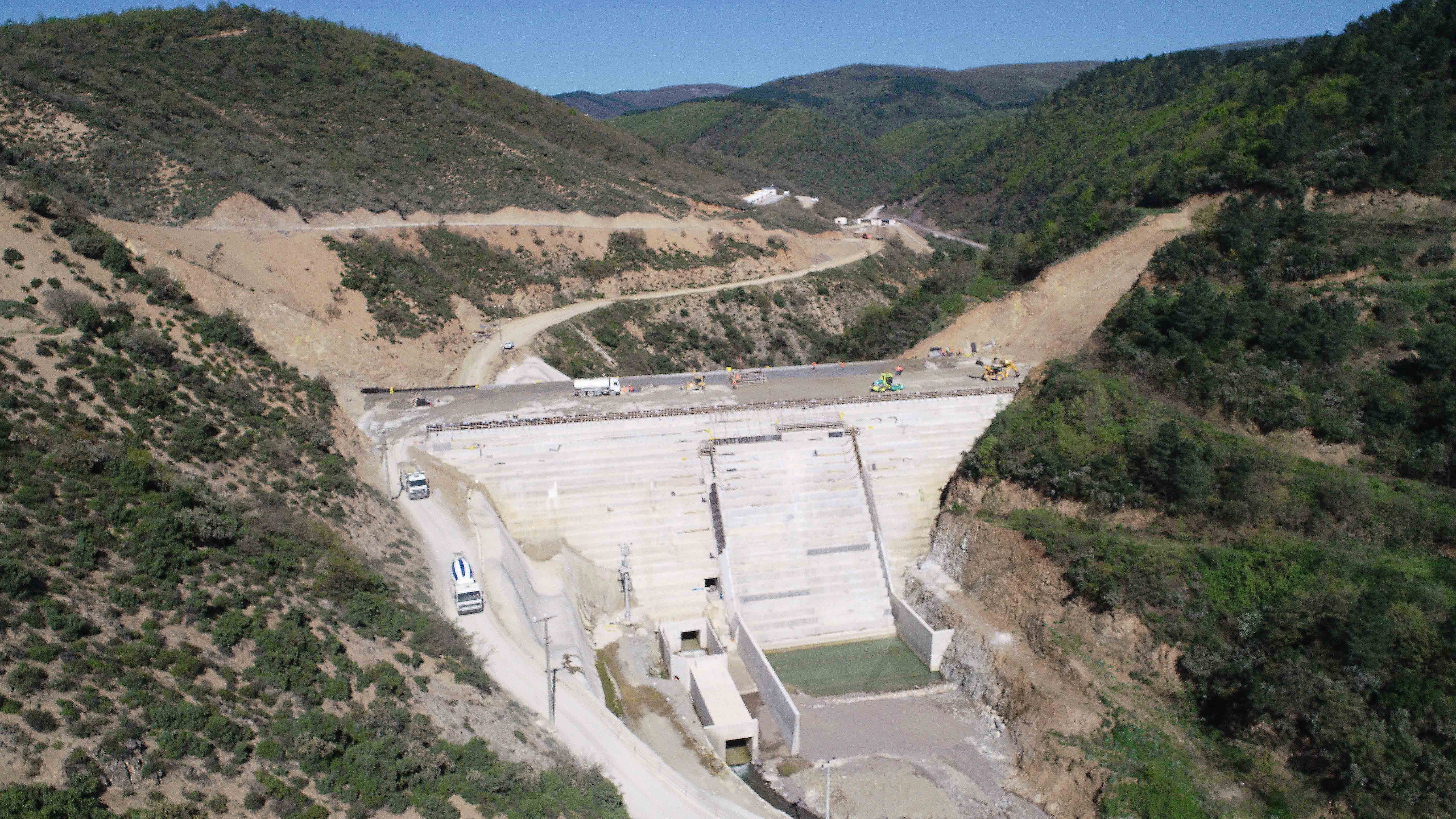 Barajın gövde dolgusu yükseliyor