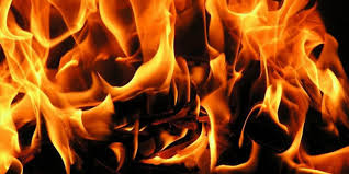 Şarj cihazı yatak odasında yangın çıkardı