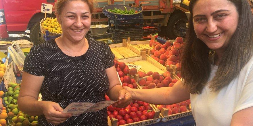 Akpınar, pazarda vatandaşlarla ekonomiyi konuştu
