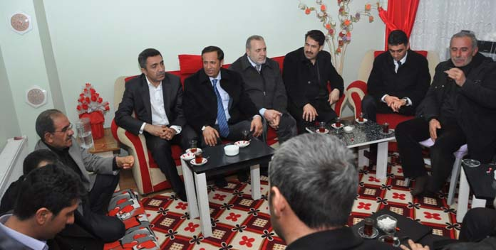 Başkan Yaman Yaşlıları evinde ziyaret etti