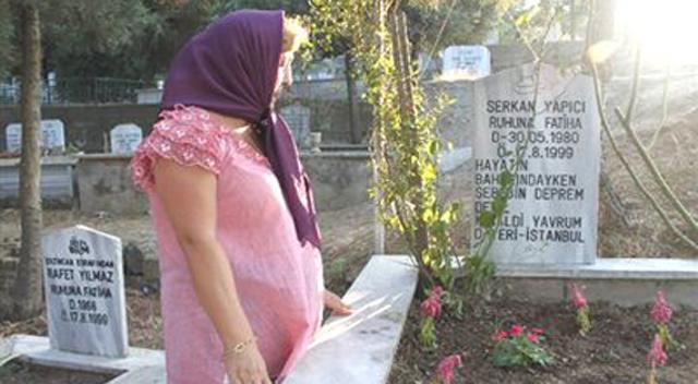 Deprem'de kaybettiği oğlunun mezarını 3.5 yıl sonra buldu