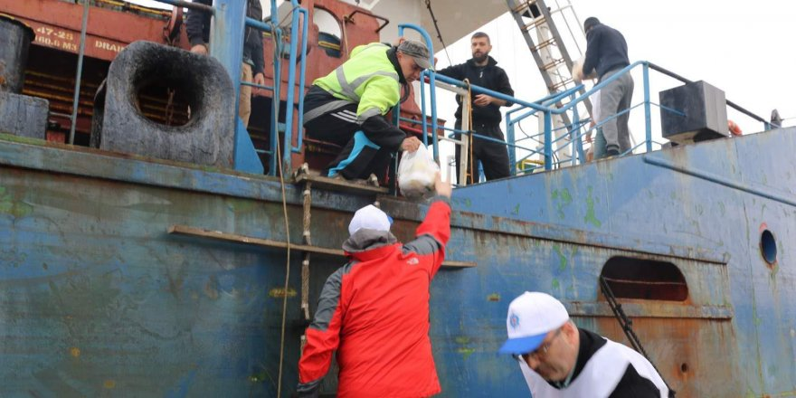 Gemiciler Eskihisar'da mahsur kaldı