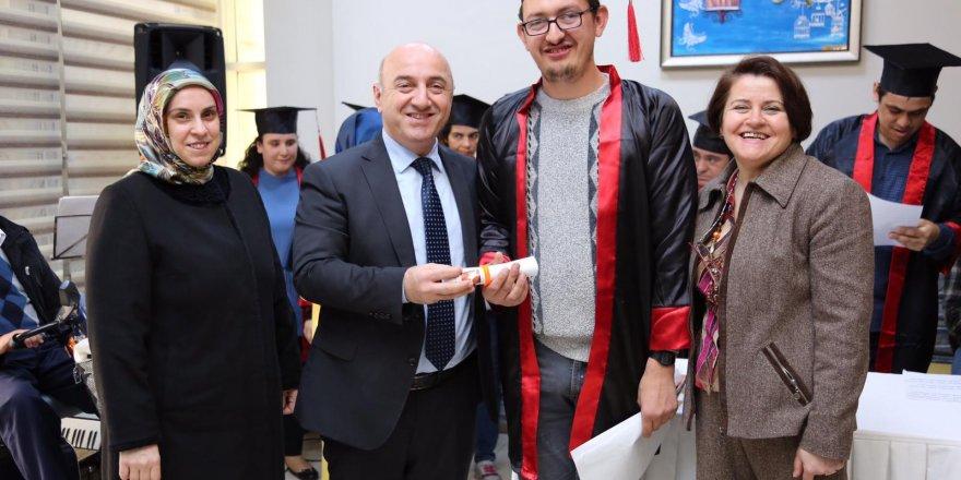 DARICA'DA Engelliler diplomalarını aldı