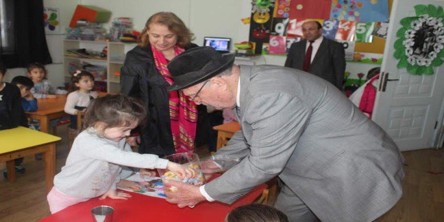 Muzaffer Altıntaş çocukları unutmadı