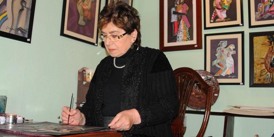 İLKOKUL MEZUNU RESSAM:64 yaşında üniversite diploması aldı