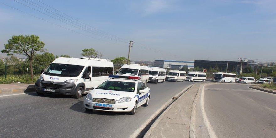 Servisçilerden idam konvoyu