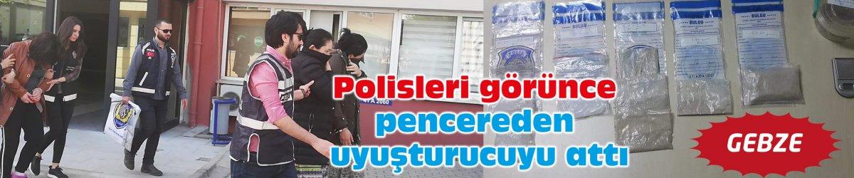 Polisleri görünce pencereden uyuşturucuyu attı