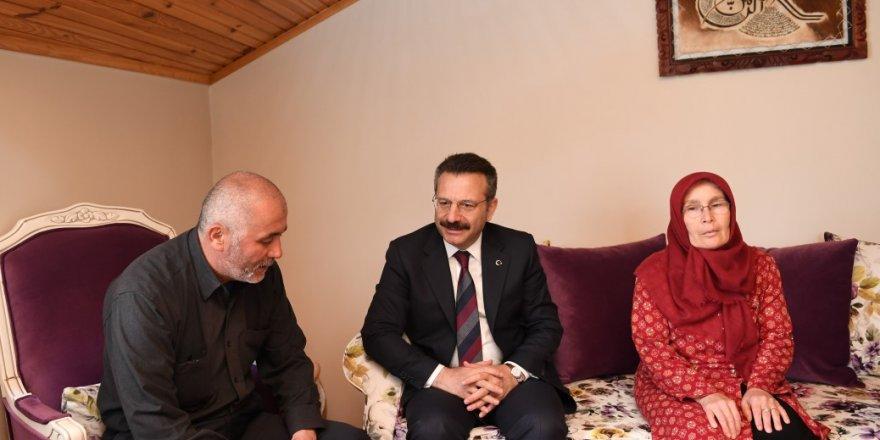 Vali Aksoy'dan şehit ailesine ziyaret
