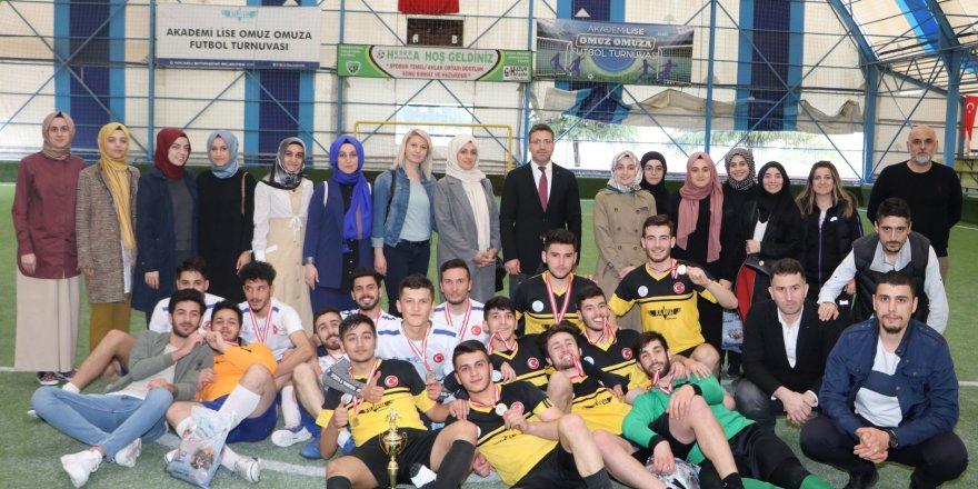 Omuz Omuza Futbol Turnuvası'nda şampiyon Gölcük Aziz Sancar II