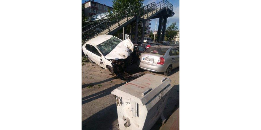 Otomobil kaza yaptı: 2 yaralı