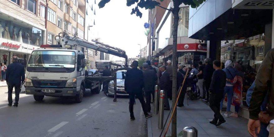 Polislerle tartışınca gözaltına alındı