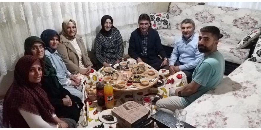 DİLOVASI:  Şayir, iftarını şehit ailesiyle açtı