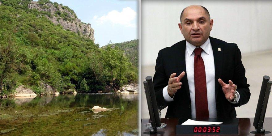 CHP MİLLETVEKİLİ TAHSİN TARHANBallıkayalar'ı meclise taşıdı