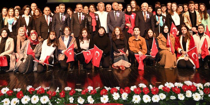 """KOCAELİ VALİSİ HÜSEYİN AKSOY:""""19 Mayıs kurtuluş ateşinin yakıldığı gündür"""""""