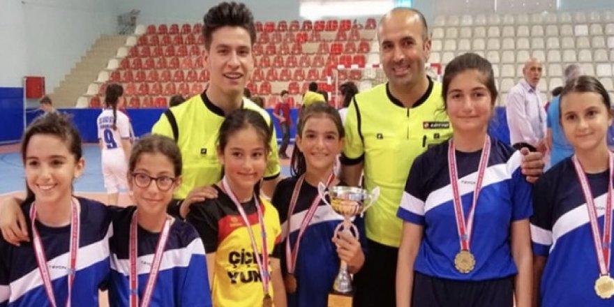 Adem Başoğlu Ortaokulu şampiyon