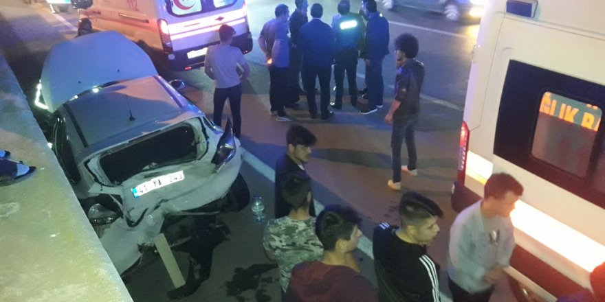 3 araç çarpıştı: 5 yaralı