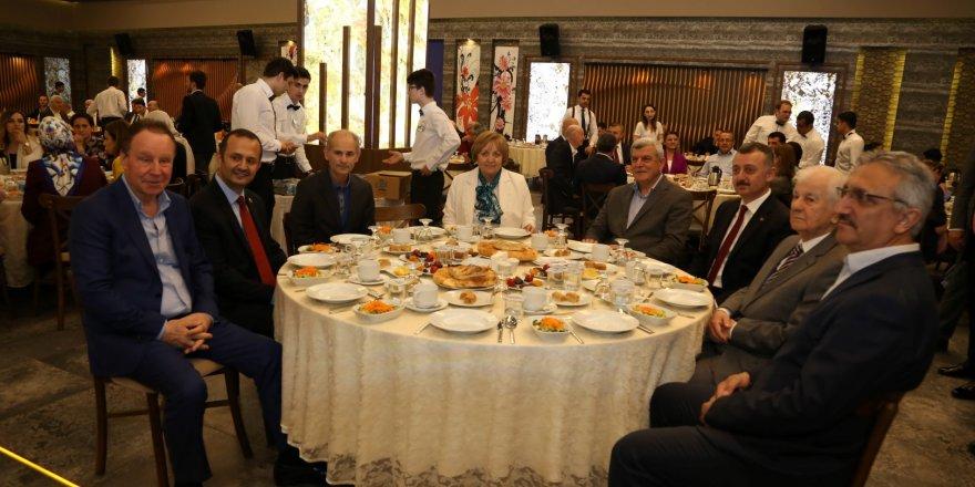 Başkan ve meclis üyeleri iftarda buluştu