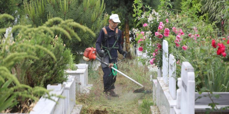 ÇAYIROVA:  Mezarlıklarda bayram temizliği