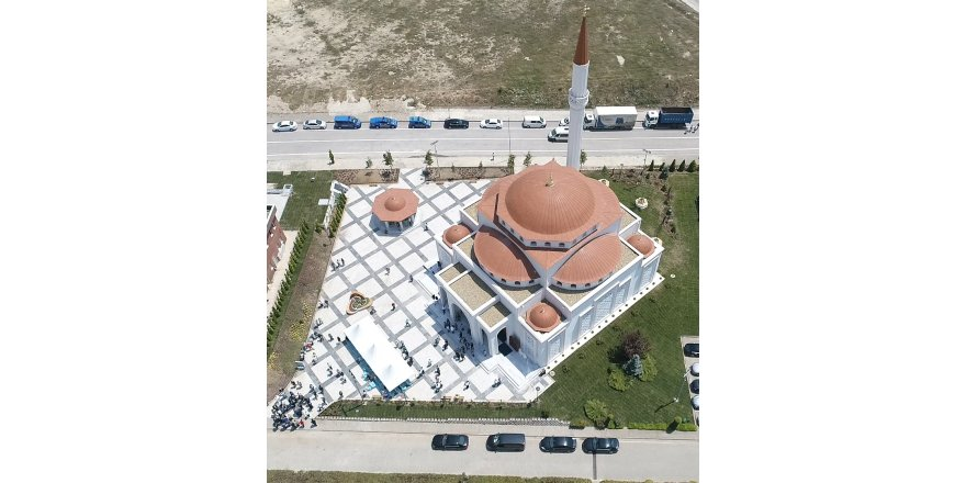Dünyaca ünlü sanatçılar  GEBKİM Camii'ne imza attılar