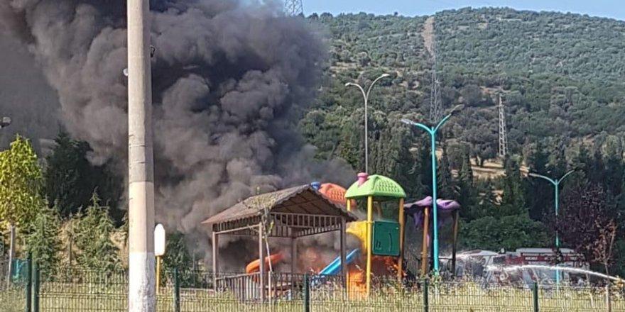 Çocuk parkını yaktılar!