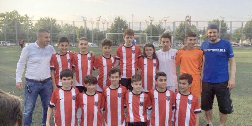 Gölcük Karadeniz U13'te şampiyon