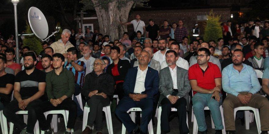 Başkan Büyükgöz Milli maçı Gebzelilerle izledi