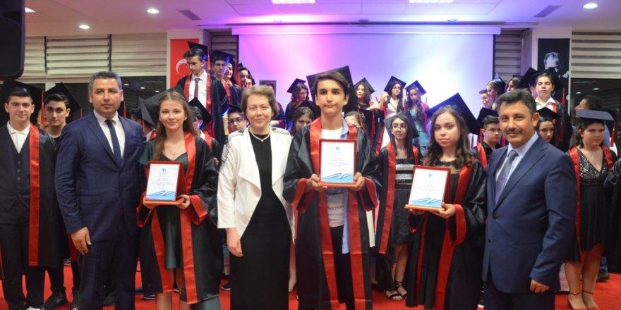 Özel Yeni Atlas'ta mezuniyet töreni
