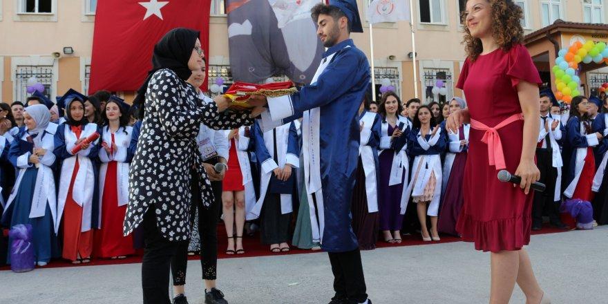Ertuğrul Kurdoğlu Anadolu Lisesi'nde mezuniyet töreni