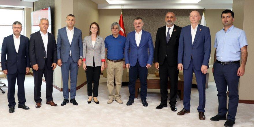 CHP'li meclis üyelerini konuk etti