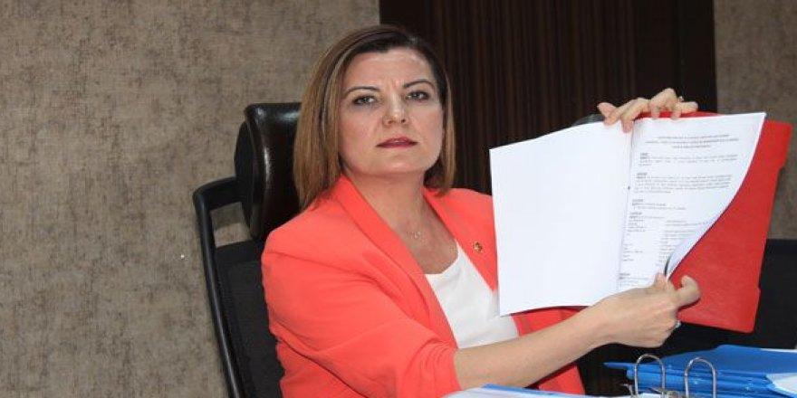 İzmit Belediyesi'ndeki usulsüzlükleri açıkladı