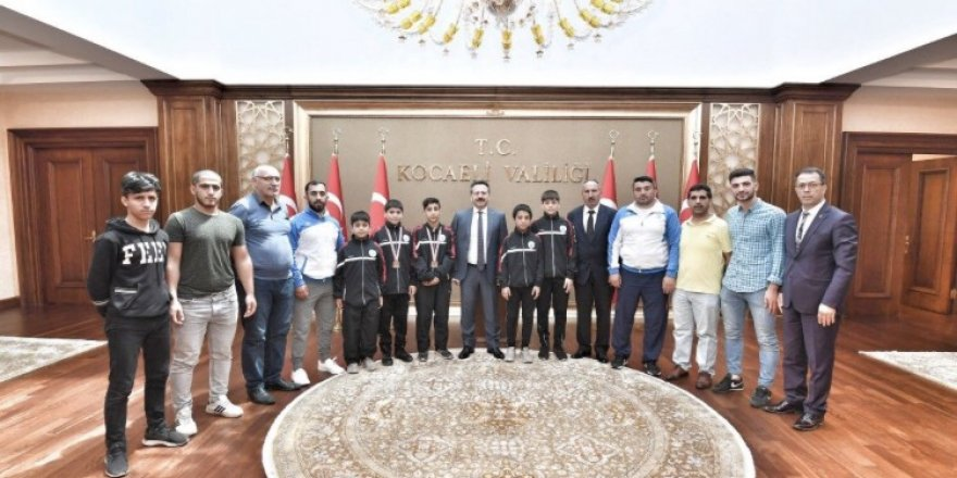 Dilovalı güreşçilerde Vali Aksoy'a çıkarma