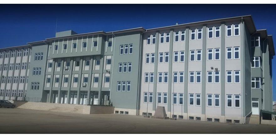 """LÜTFÜ TÜRKKAN SORDU:  """"Bu okulun niye öğrencisi yok?"""""""