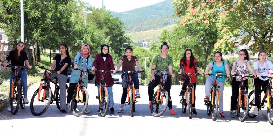 Akademi Liseliler, sağlık için pedal çeviriyor