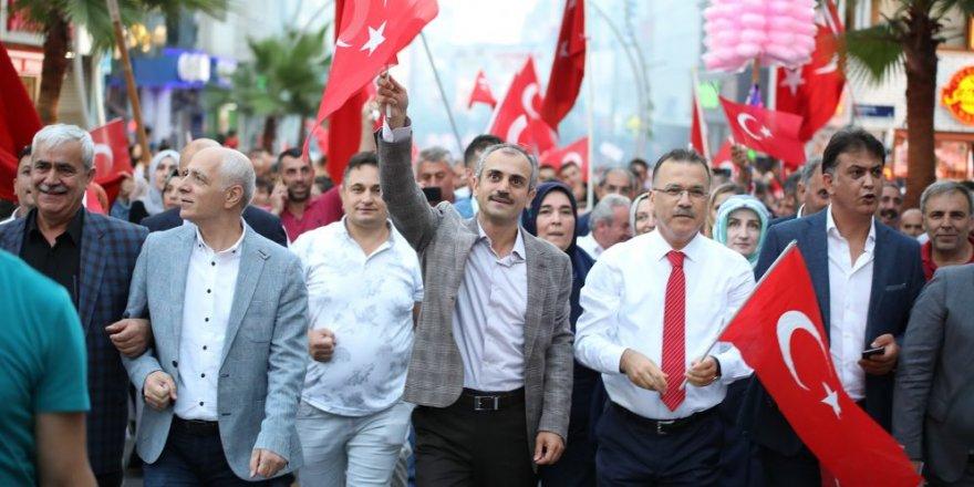 Çayırova'da 15 Temmuz yürüyüşü