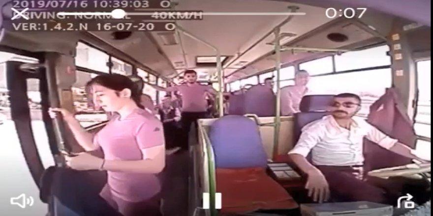 """ACILI BABA SORDU:  """"Şoför, otobüs durmadan kapıyı niye açtı?"""""""