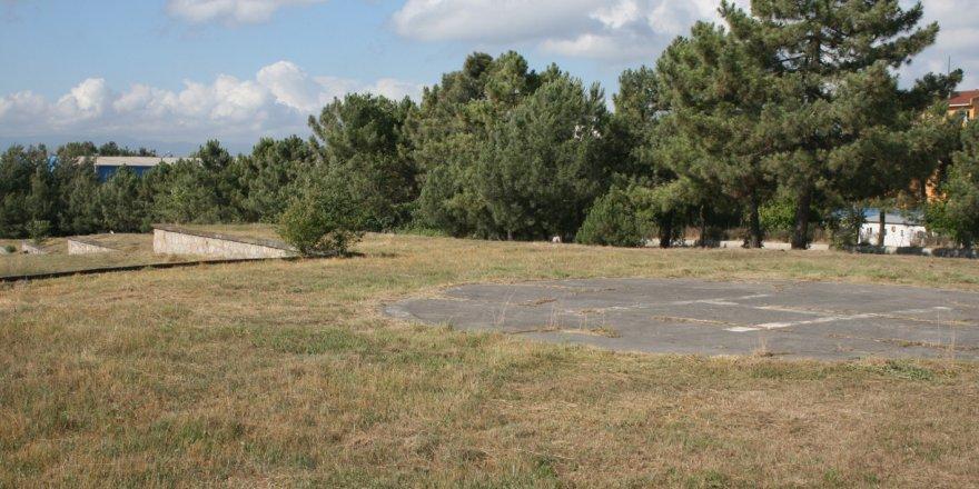 Kışla arazisindeki ağaçlar kesilecek mi?