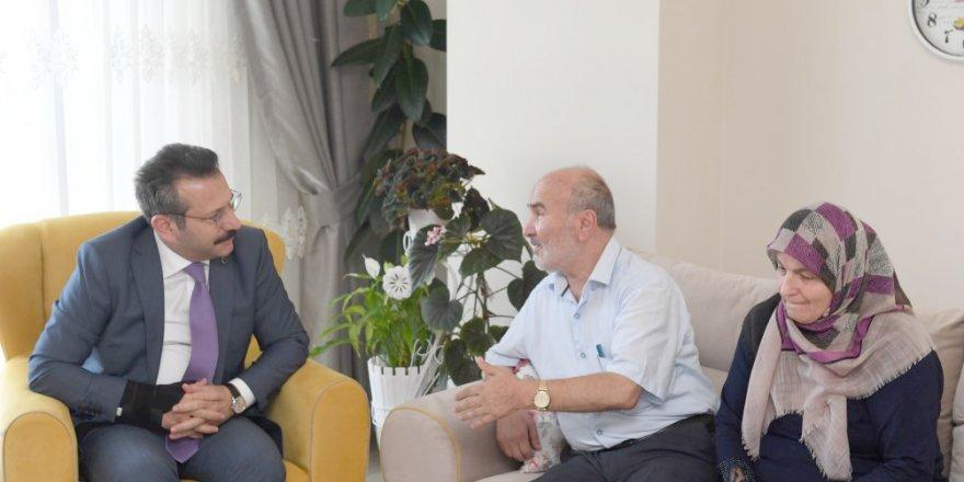 Vali Aksoy'dan şehit askerin ailesine ziyaret