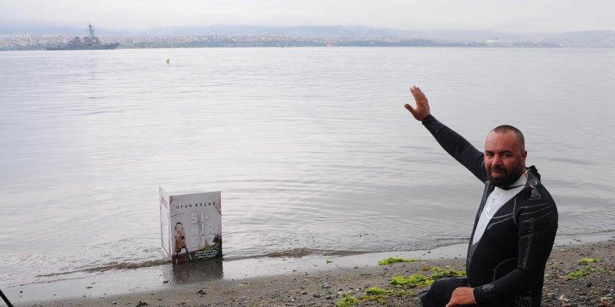 Deniz altındaki enkaza kitabını bıraktı
