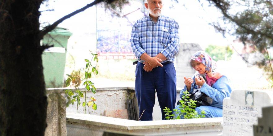17 AĞUSTOS DEPREMİNDE HAYATINI KAYBEDENLER: Mezarları başında dualarla anıldılar