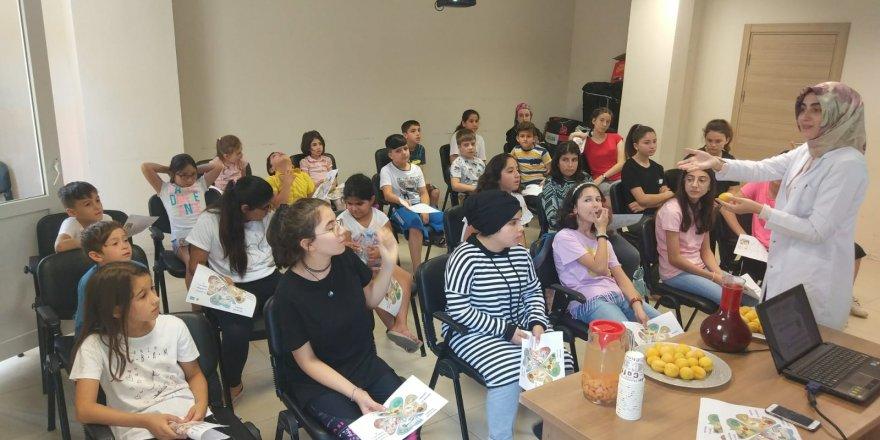Çocuklar sağlıklı beslenmenin püf noktalarını öğrendi