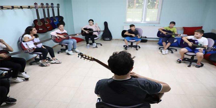 Çocuklara yönelik gitar kursları