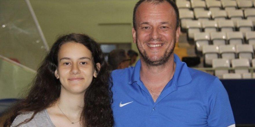 Başkan Uğur Koştur, kızı Zeynep ile izledi