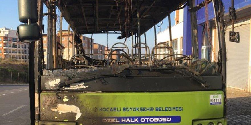 Çayırova'da halk otobüsü kundaklandı!
