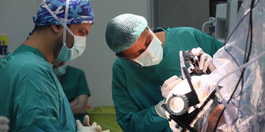 Komşu Ülke Doktorları Beyin Pili Ameliyatları İçin Geliyorlar!