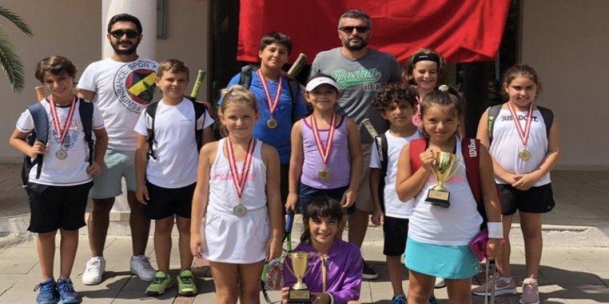 Başarılı tenisçilere ailelerinden MANGAL PARTİSİ!..