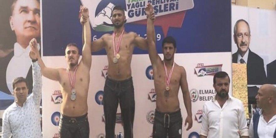 Antalya'da Seçkin Duman üçüncü oldu