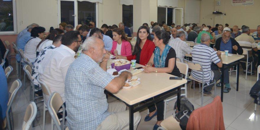 CHP İl Yönetimi canlarla oruç açtı